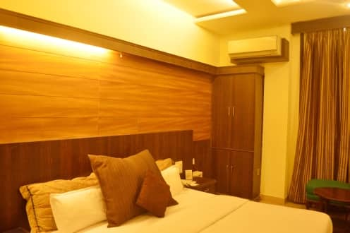 Hotel CJ International, Near Golden Temple,