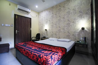 Hotel Diamond Suites, Park Street,