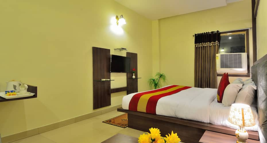 Hotel Kumar International, Mall Road,