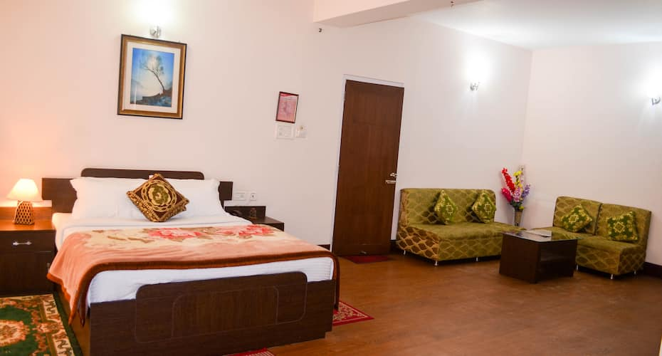 FabHotel Red Cherry Residency M.G Marg, Development Area,