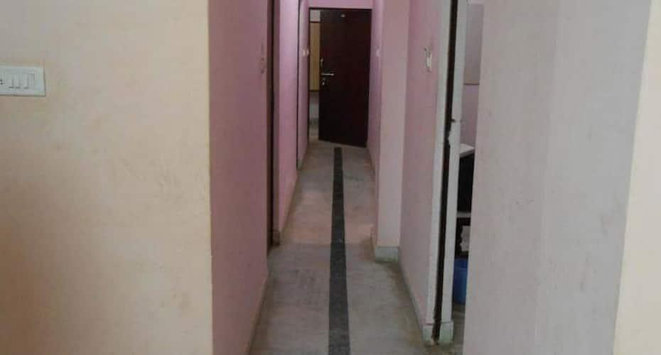 Hotel Basant, Chetgunj,