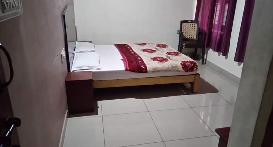 Sri Ambika Residency Deluxe Lodge, Madikeri,