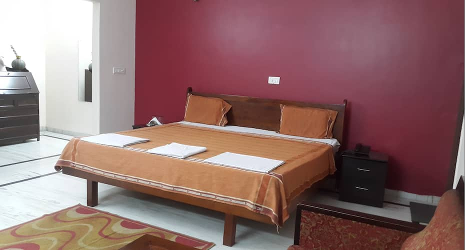 Mark Suites, Sector 51,