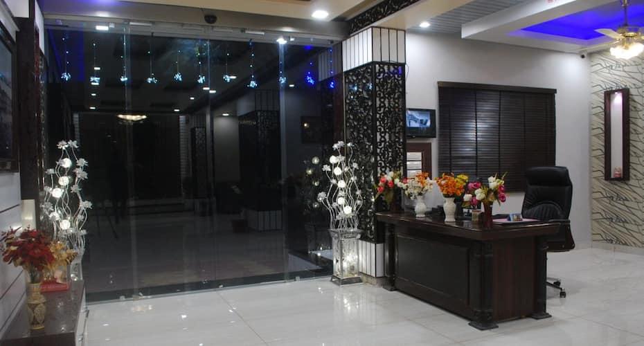 Hotel Royal Rawat Palace, Ganahera,