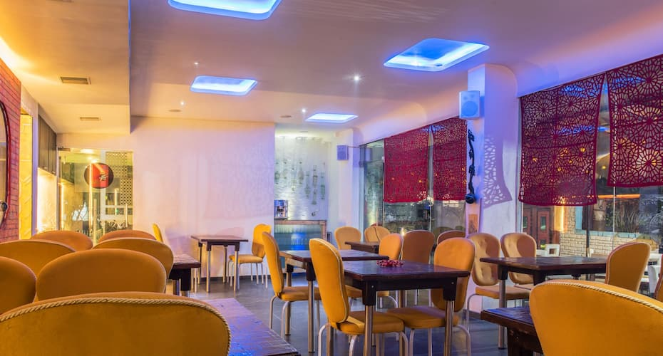 Hotel Yahvi, Akota,