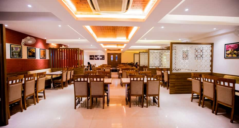 Hotel the City Square, Sikandra,