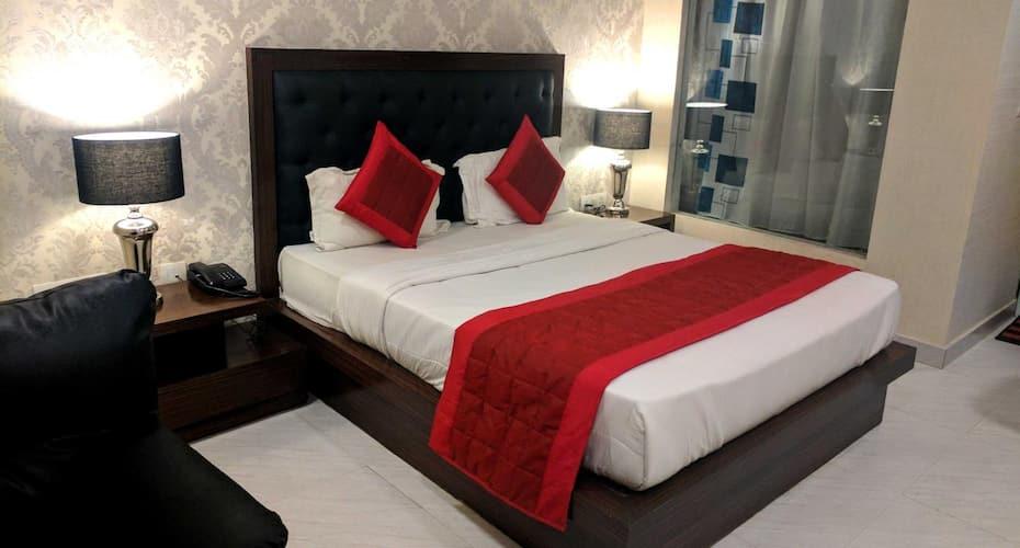 FabHotel White Castle SEZ,Noida