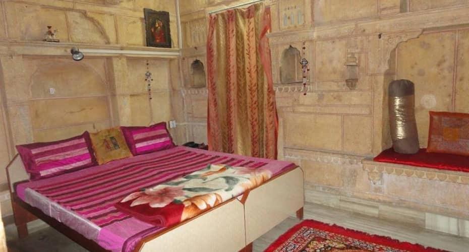 Hotel Jeet Mahal, Hanuman Circle,