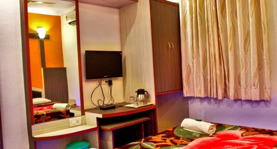 Hotel Vighnaharta Palace, Main Market,
