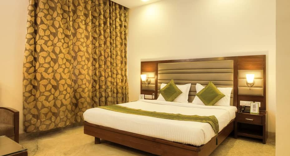 Hotel Mint, Sector 27 C,