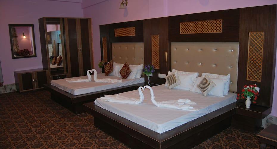 Hotel Sobo Central, Munawara Abad,