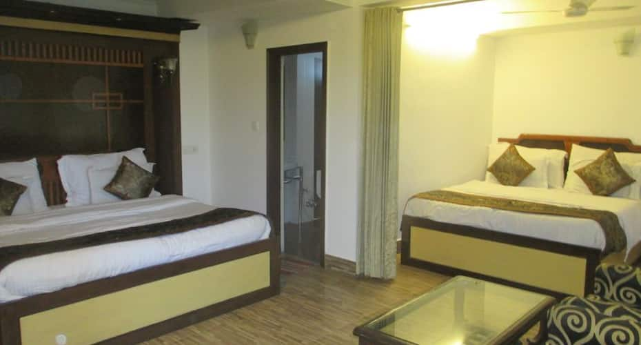 Hotel Luxmount, Mall Road,