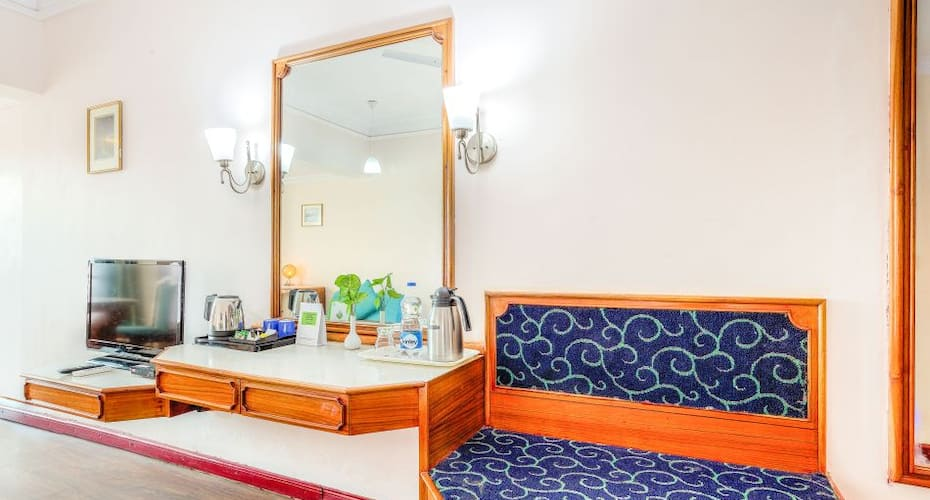 Hotel Kings Kourt, Sayyaji Rao Road,