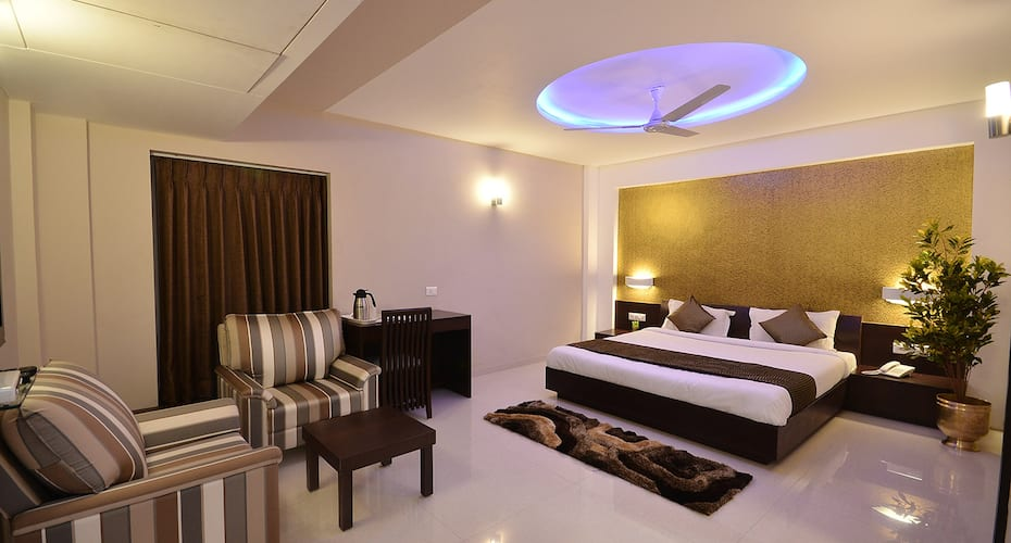 Hotel The Sentosa, Yagnik Road,