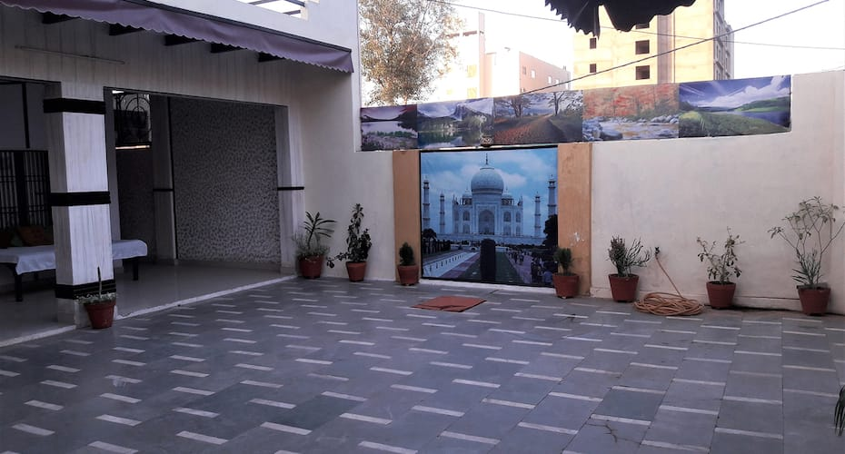 Shree Bihariji Cottage, Sadar Bazaar,