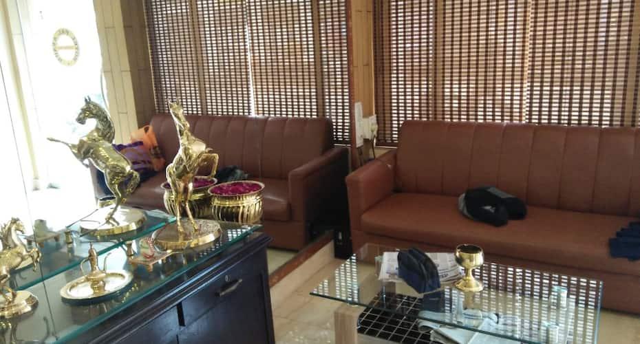 Hotel Pal Avadh, Naka Hindola,