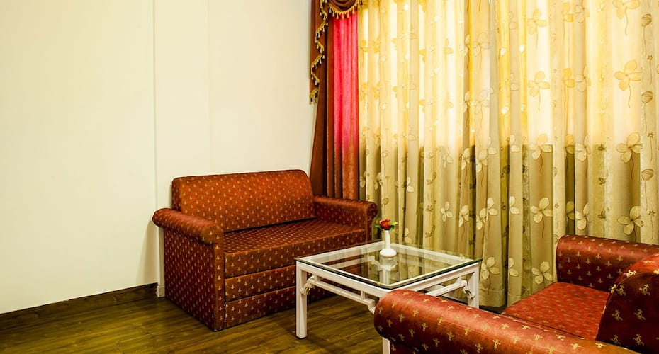 Hotel Shiva Continental, Picture Palace Road,