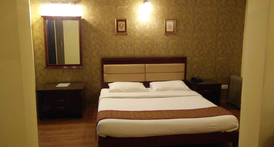 Enkay Residency V Block, DLF Phase 2,