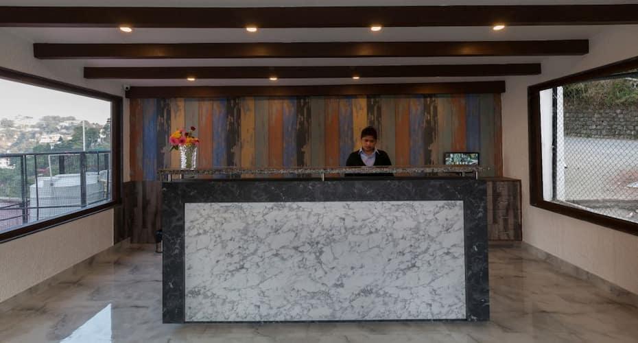 Hotel Seven Oaks, Camel Back Road,