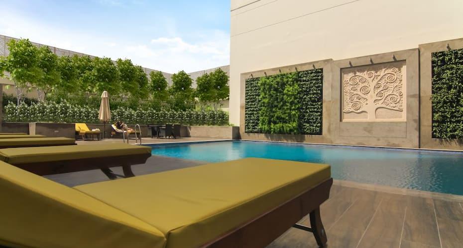Lemon Tree Hotel Sec 60, DLF Phase I,