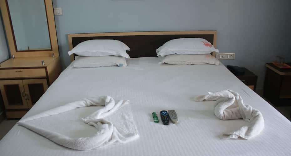 Reba Beach Resort, Gopal Ballav Road,