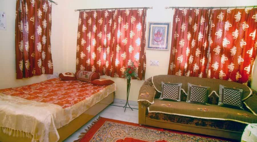 Sheetal Home Stay, Pandeypur,