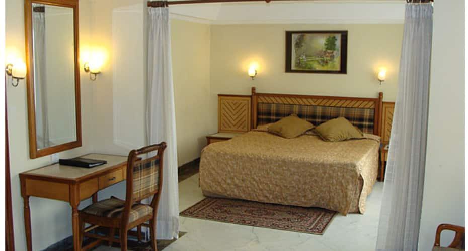 Leo Fort Hotel, BMC Chowk,