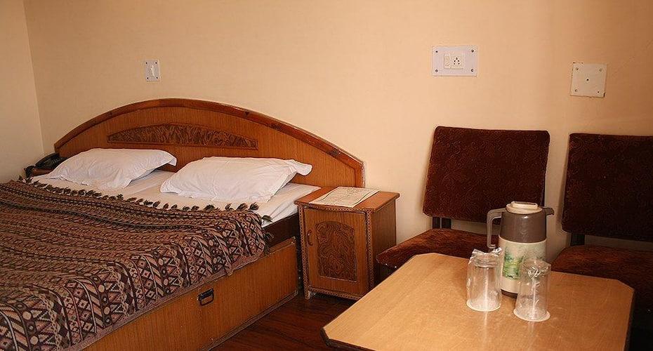 Hotel Woodpark, Shimla Kufri Road,
