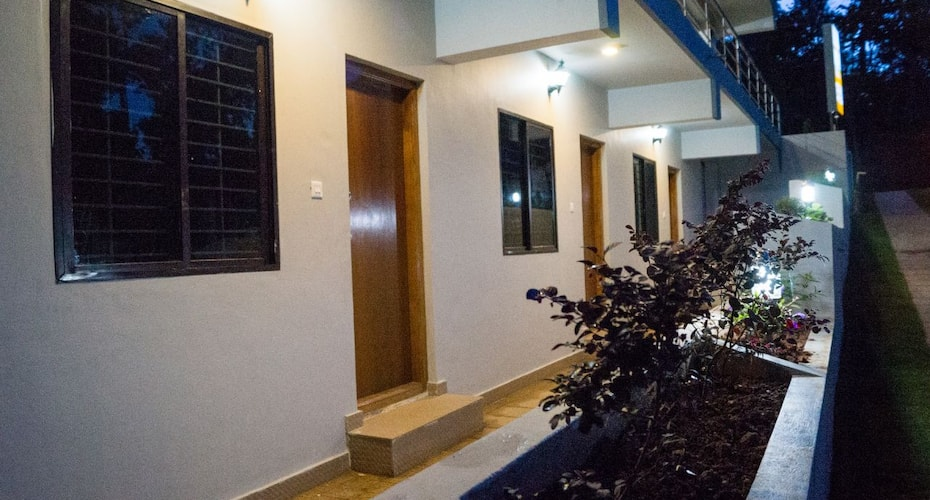 La Flora Safari Inn, Virajpet,