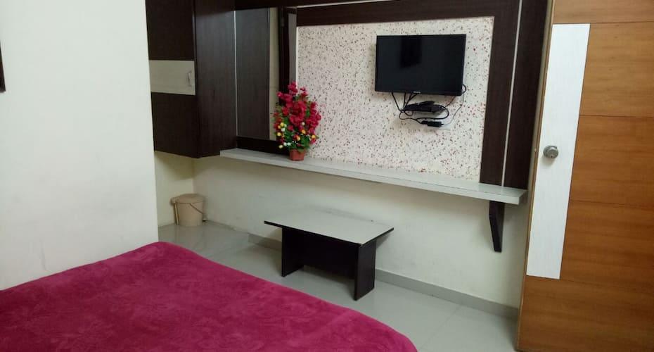 Hotel Gopi Palace, Memnagar,