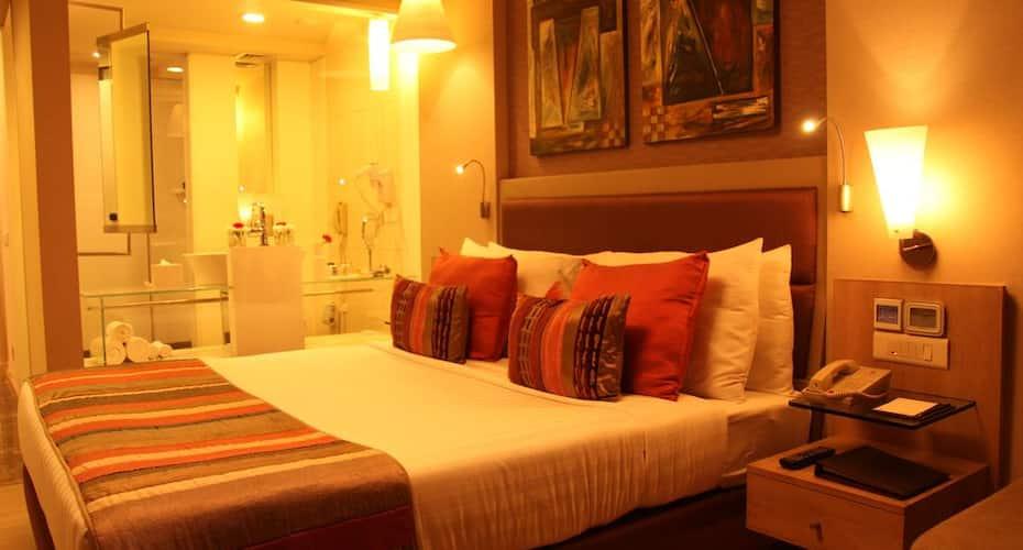 Clarens Hotel, Huda City Centre Metro Station,