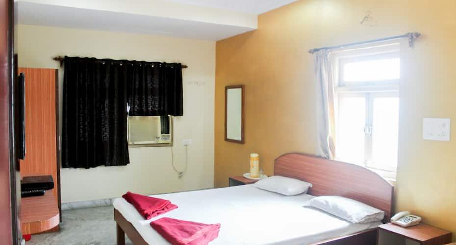 Hotel Arjun, Ganesh Peth,