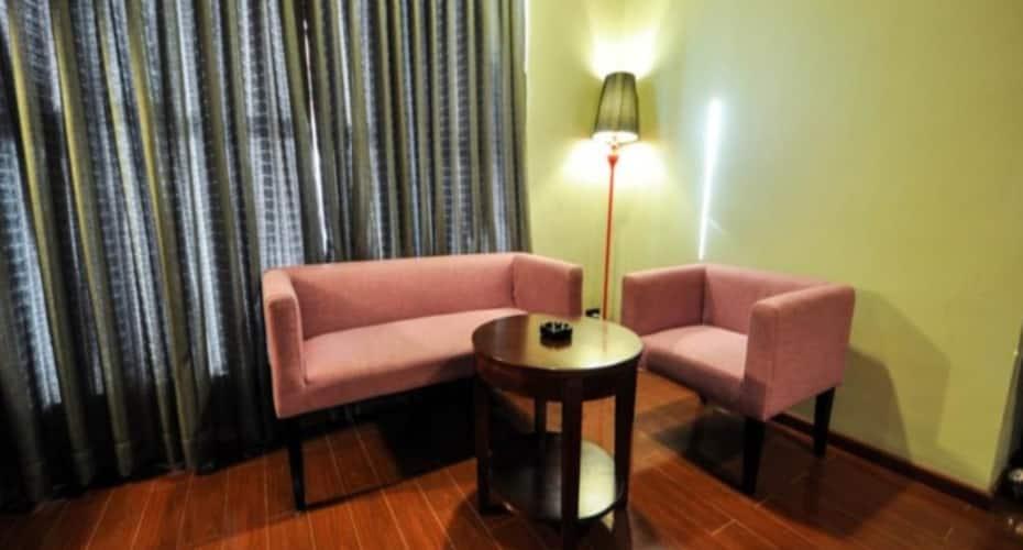 JK Rooms 115 The Travotel Suites, none,