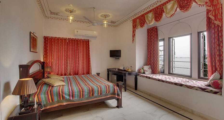 Bonfire Boutique Lake View, Fateh Sagar Lake,