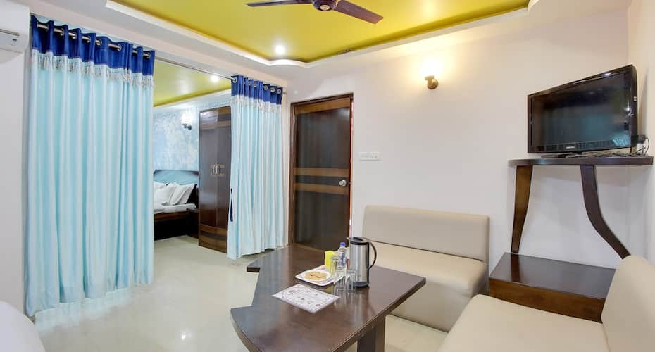 Hotel Ashoka (Nakki Lake 450 meters), Delwara Road,