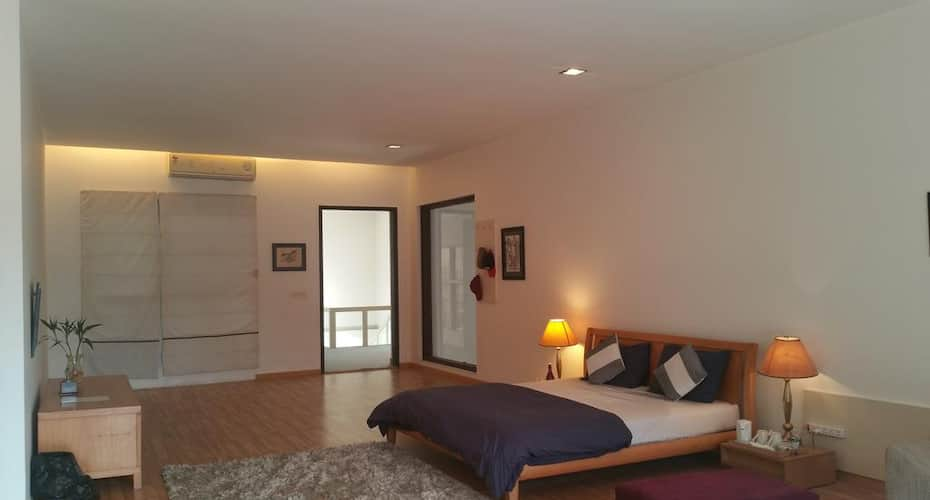 Aravali Golf Yoga Country House, Sushant Lok,