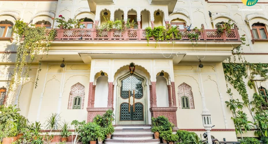 Tastefully done heritage stay, close to Albert Hall Museum