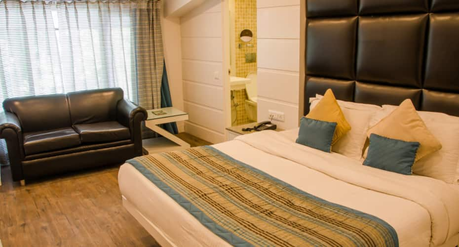 Hotel Midtown By Royal Collection Hotel & Resorts, Mall Road,
