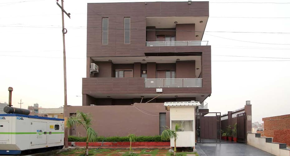 Cosy Tree Guest House Sec-44,Noida