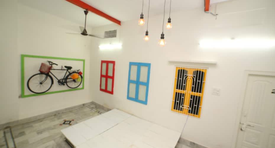 Roadhouse Hostels Varanasi, none,
