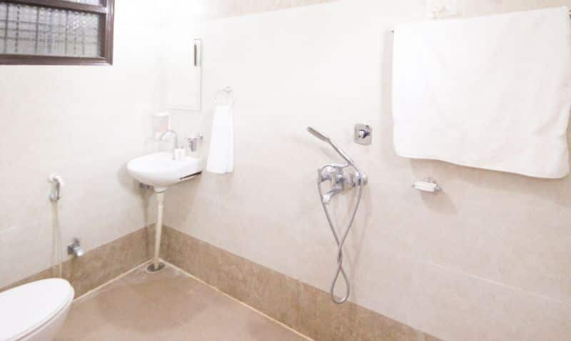 Hotel Graphixo, Vineet Khand,
