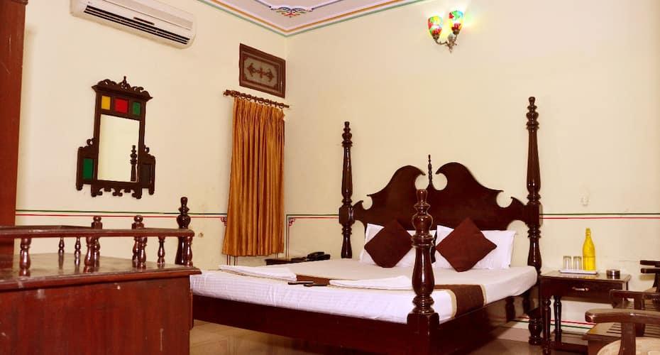 Hotel Vaishnavi, Bani Park,