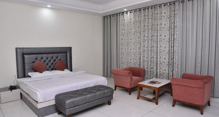 S S Resort, Gandhi Chowk,