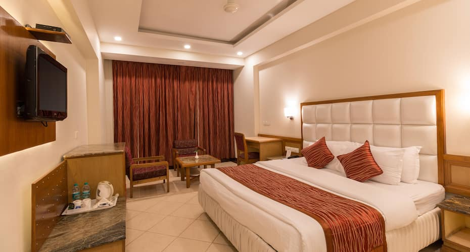 Hotel Pacific, Subhash Road,