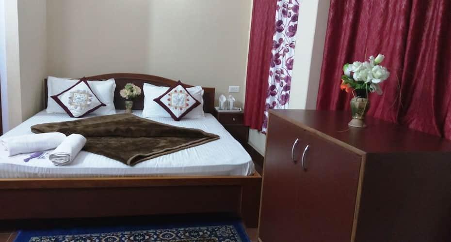 Hotel Jignam, M G MARG,