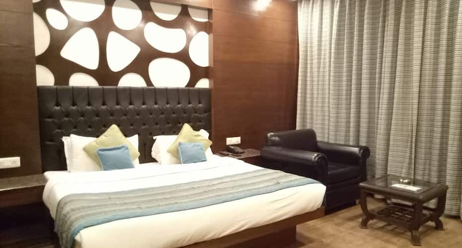 Hotel Himshri, Mall Road,