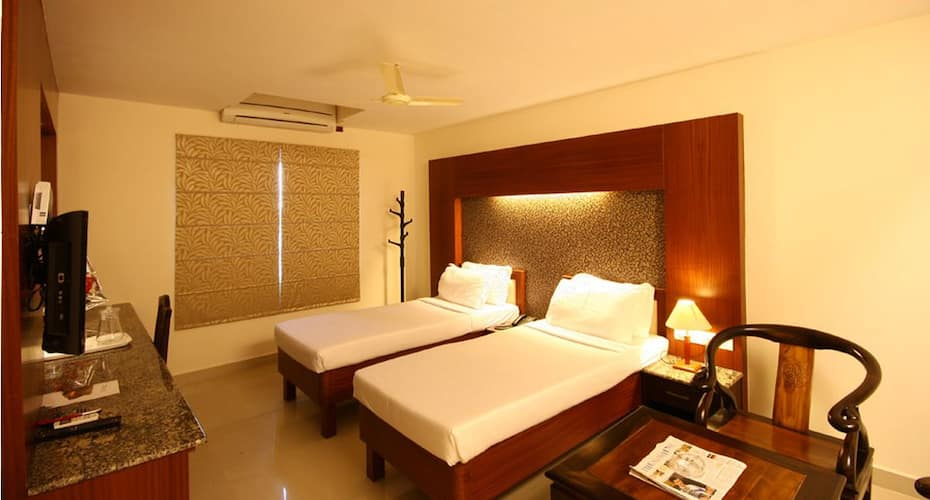 Hotel Crescent Inn (Vanagaram, Apollo Hospital,Ramachandra and Aravind Eye), Vanagaram,
