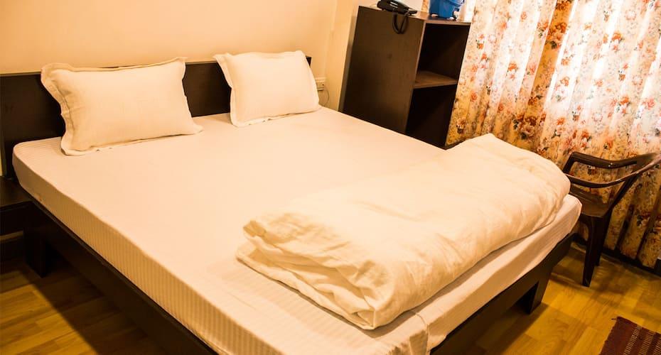 Hotel Ganapati, Fateh Sagar Lake,