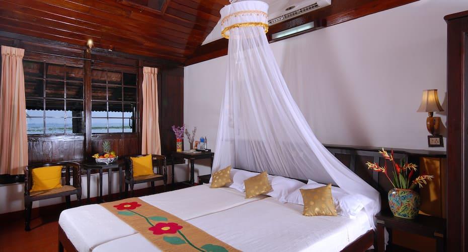 Kayaloram Heritage Lake Resort, Punnamada,