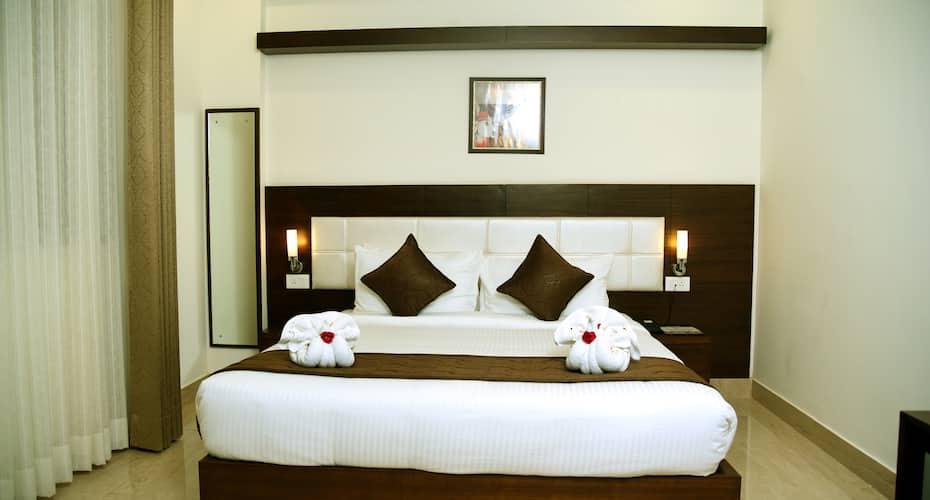 Hotel Holiday Hill, Veerbhadra Road,